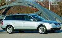 A legnépszerűbb Passat változat: ezüstszínű kombi négyhengeres dízelmotorral