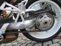 A motor egyik büszkesége az egykarú lengővilla